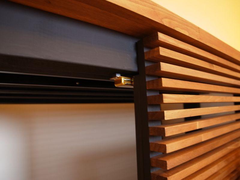 マグネットキャッチで自作の棚の扉を固定