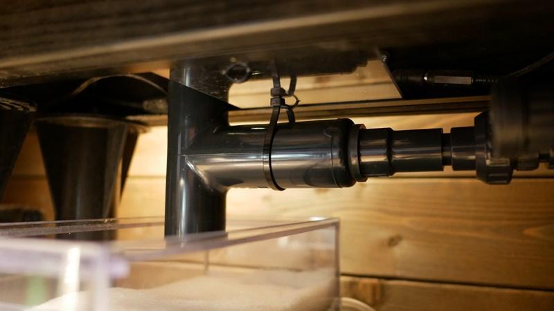 ピストル配管を自作ステーで固定した